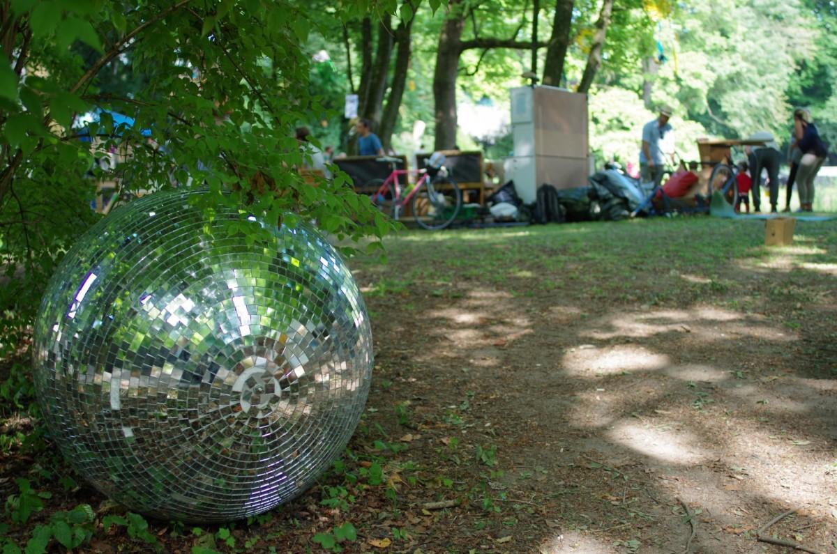 Liebevoll dekoriertes Festivalgelände I